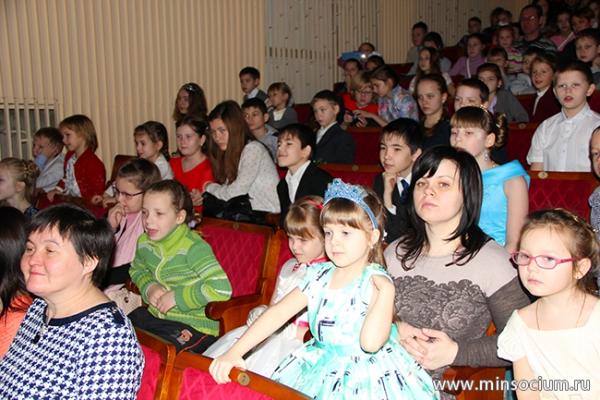 Министр социальной политики Артём Кавинов открыл Новогоднюю елку в Кремле