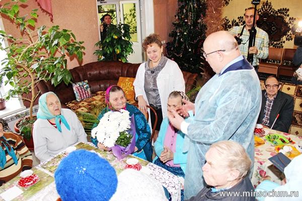 Губернатор посетил три дома-интерната в двух районах области