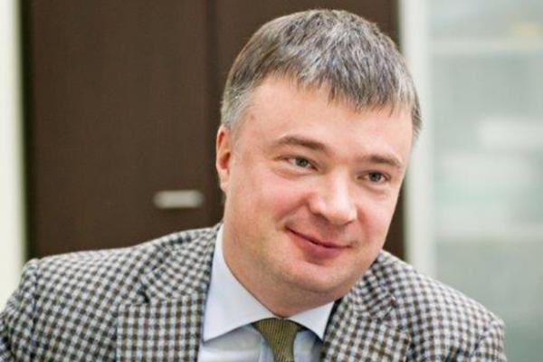 Артём Кавинов поздравил сотрудников соцзащиты с праздником