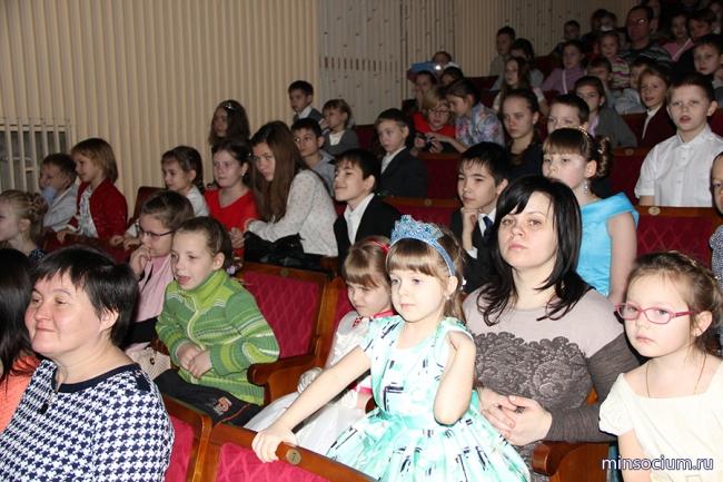 Более 1,3 млн рублей выделено из облбюджета на благотворительные новогодние представления